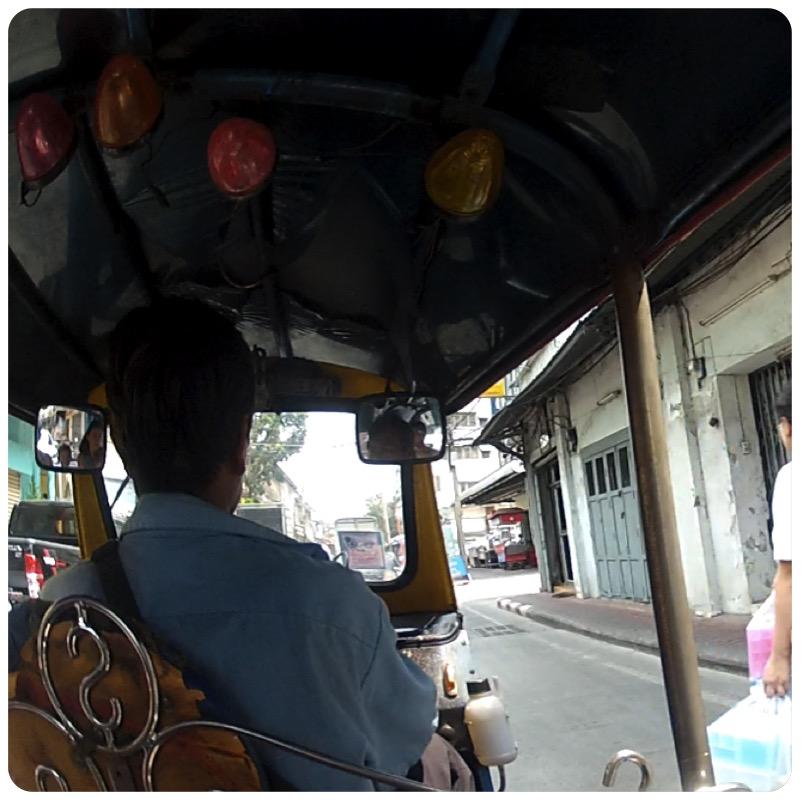 1-tuktuk